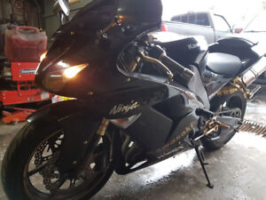 2006 Kawasaki Ninja Zx10R in excellent shape 5499$ Neg