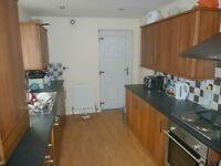 DOUBLE ROOM IN PROFESSIONAL HOUSE SHARE IN HEATON, AVAILABLE FROM 05/03/17 - £300pcm BILLS INCLUDED