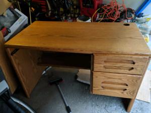 Bureau d'ordinateur, pupitre de travail. Computer work desk