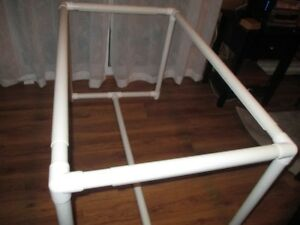Adjustable portable quilt frame