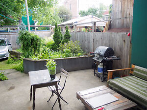 Aug 1: All incl. room in beautiful apartment, backyard. Beaubien