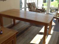 Dining Table. Oak. Seats 6/8.
