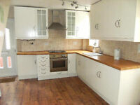 HD5 HUDDERSFIELD HOUSE TO RENT-STUNNING 3 BEDROOM SEMI WITH PANORAMIC VIEW OVERLOOKING CASTLE HILL