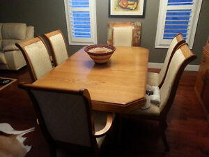 Extendable table set + Wood showcase! London Ontario image 3