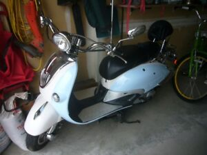 Sweet Blue Chnese 50QT-21 Scooter
