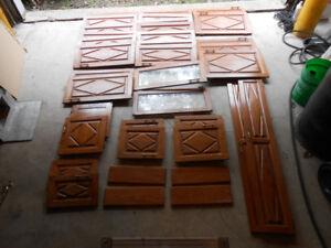 Panneaux / portes d'armoire en chêne avec poignées et charnières
