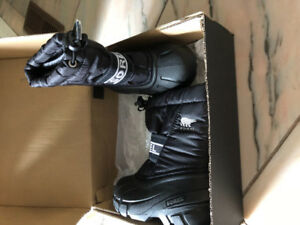 Brand new Sorel toddler boots (size 8)