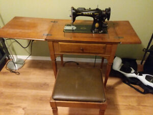 Singer Model 15•91 Sewing Machine w/ Sewing Desk and Stool +accs