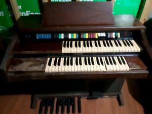 Vintage Lowrey Electric Organ.