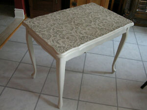 TABLE EXQUISE/EXQUISITE TABLE