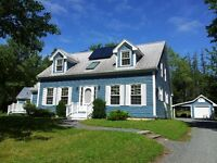 Sun-filled Cape Cod style home, mins fr L'burg/ B'water, 4 bedr