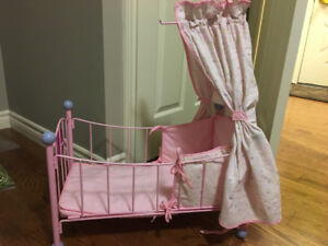 ANNABELLE DOLL CRIB BED WITH NEW BABY INTERACTIVE DOLL