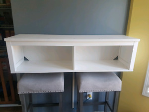 Wall mount shelving unit