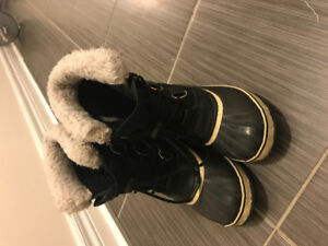 Sorel boots for boys or girls in size 4