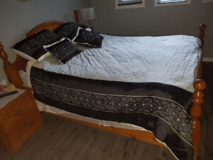 Solid  Queen size pine bedroom set