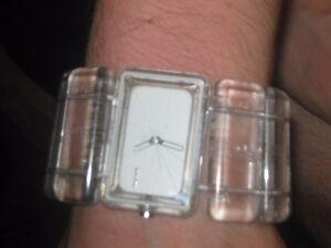 Montre NIXON the vega avec bracelet transparent couleur rare