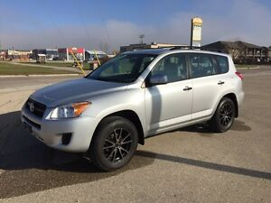 2009 Toyota RAV4 - AWD - Safetied - loaded - NEW WINTER TIRES!!!