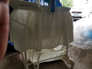 BABBY BASSINET MINT CONDITION