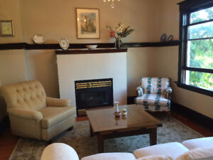 Beautiful Victorian style apartment - minutes to downtown