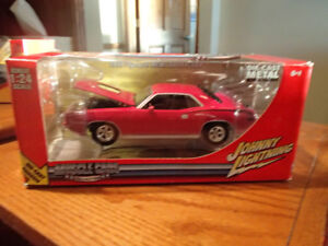 1:24 SCALE DIE-CAST 1970 PLYMOUTH HEMI BARRACUDA - MOULIN ROUGE
