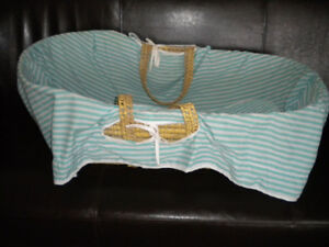Bassinet &Fitted Sheet