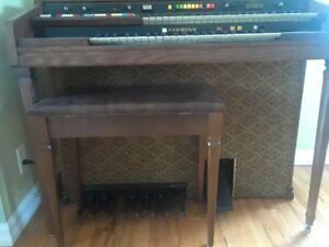 Hammond  Organ  Model  125XL