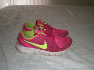 Youth Girl's Size 5 Nike
