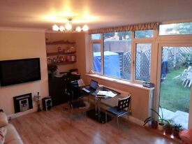Garden Flat 3 Beds, Great Location, shops, Gyms, restaurants, parks, tennis courts etc