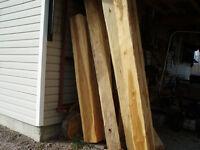Pièces de bois écarrie à la hache