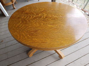 AMERICAN OAK DINING TABLE WITH 2 LEAFS