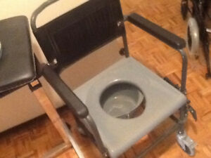 Toilet seat (portable commode)