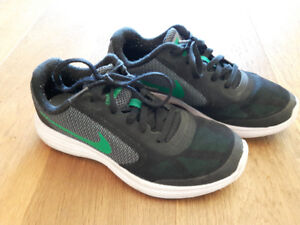 Nike runners size 4Y