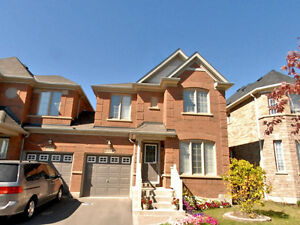 4 bedrooms semi-detached house in desirable Churchill Meadows