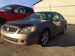 2005 Nissan Altima excellent condition!!