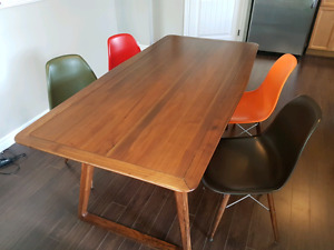 Mid Century Modern Dining Room table and 4 chairs