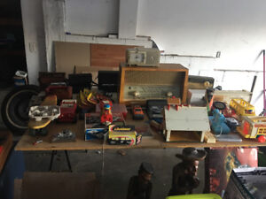 Garage sale with great vintage items, furniture mid century