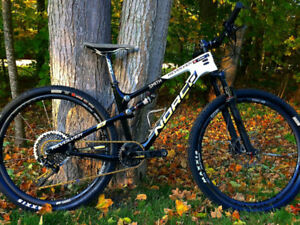 Full suspension Norco Revolver 7xx Eagle Small mountain bike