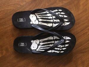 725 Originals size 11/12 skeleton flip flops