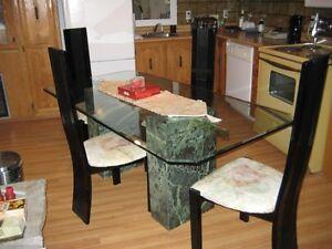 Set (ensemble)  de salle à diner avec 4 chaises
