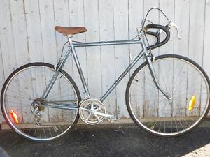 56 cm vélo sport courrier 12 pneus neuf mise au point