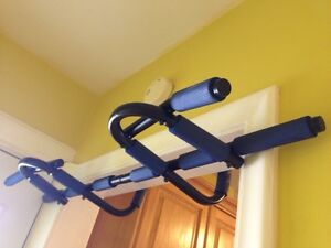 Pull up bar for doorways