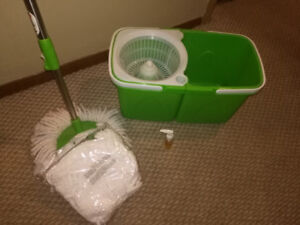 NEW MOP, BUCKET AND REPLACEMENT MOP HEAD
