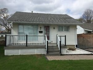 Beautiful bungalow in central Ajax for rent