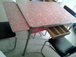 Retro kitchen table w/ 4 chairs Peterborough Peterborough Area image 3