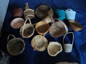 Lot of 15 wicker baskets various sizes shapes