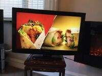 32 in LED TV Panasonic with Remote