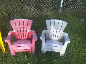 EXCELLENT TODDLER / KIDS CHAIRS FOR SALE: $5 FOR ALL 4 CHAIRS! Cambridge Kitchener Area image 2