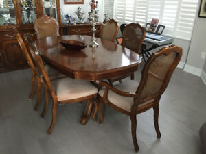 Sklar Peppler Dining Table and 6 chairs