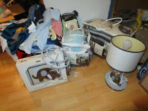 Vêtements de bébés et autres articles de literie