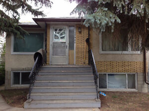 5 BEDROOM (3 UP / 2 DOWN) HOUSE FOR RENT 10932-72 ave University